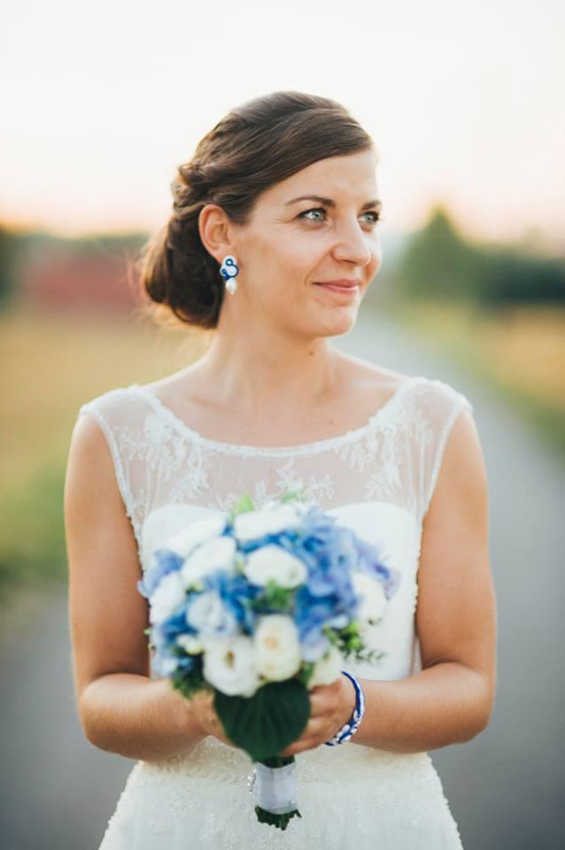Sutasz ślubny, chabrowe kolczyki i bransoletka z perłami