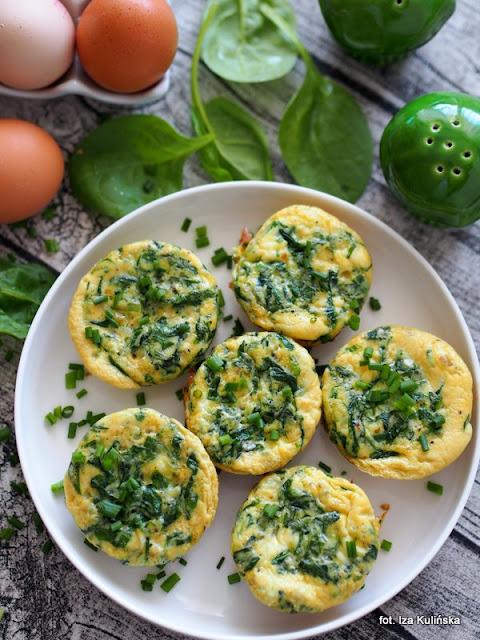frittata , jajka zapiekane , śniadanie , szpinak , zapiekanki jajeczne