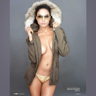 Veena Malik nude hot topless sexy gold bikini panty