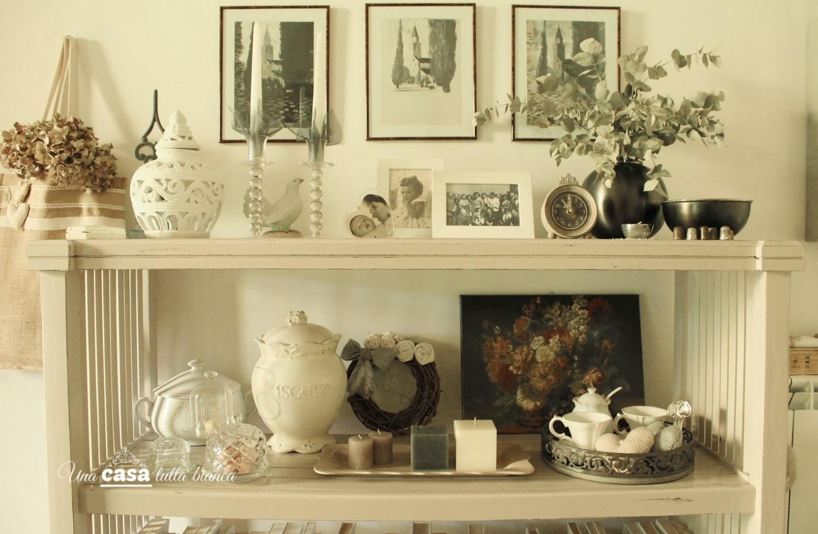 Una Casa Tutta Bianca  Un Ripiano    Ceramiche Vintage