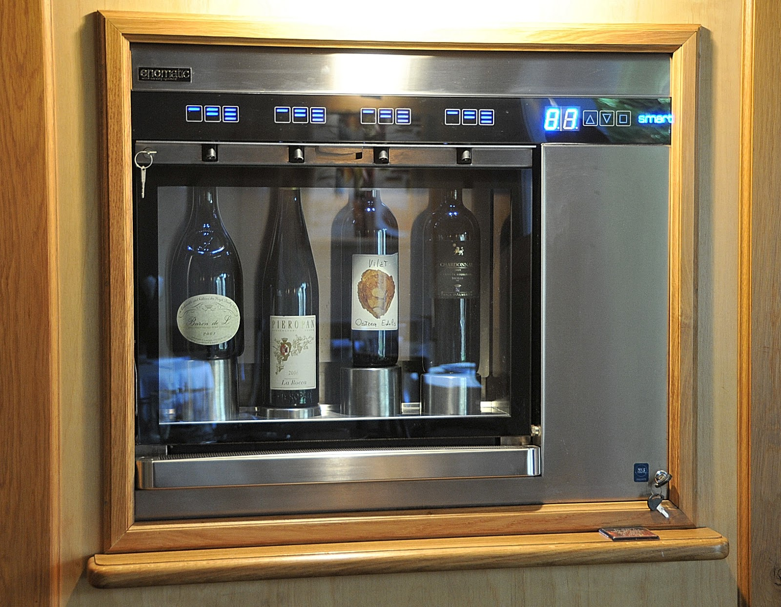 Associazione La Credenza : Armadillo bar vino cibo e musica la credenza prima parte