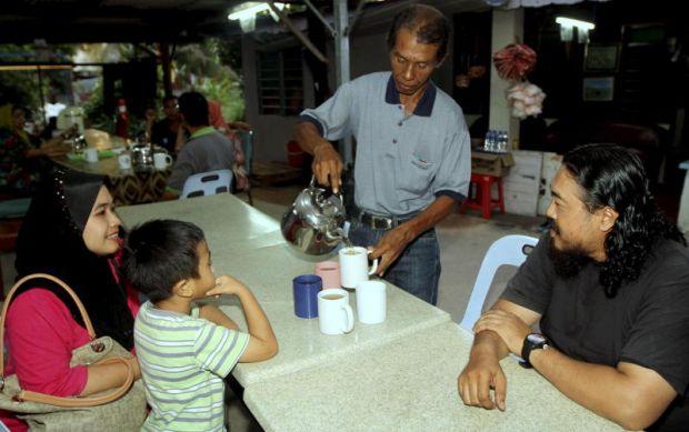 Teh Herba Yang Di Rebus Lelaki Di Melaka Ini Mampu Sembuhkan 15 Penyakit