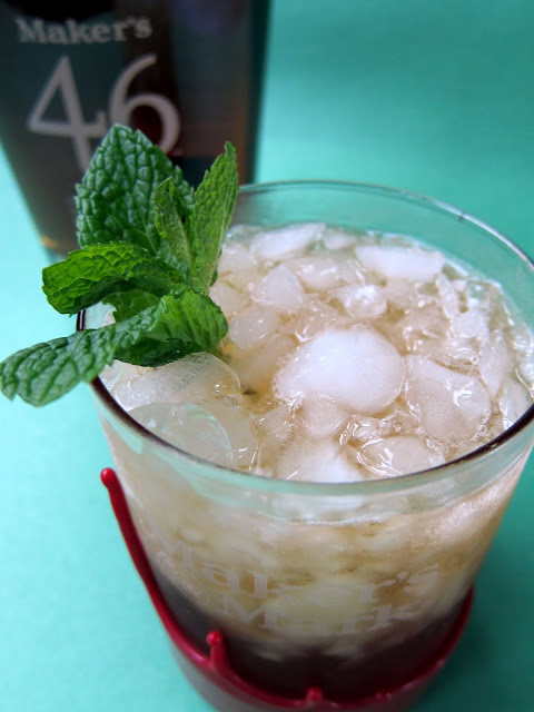 Mint Juleps Cocktail Recipe - bourbon, mint, water and sugar - super simple bourbon cocktail!