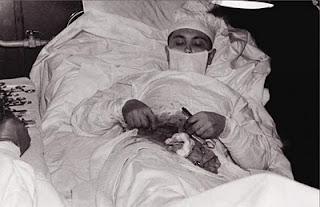 Dokter Nekad Yang Membedah Dirinya Sendiri - [www.zootodays.blogspot.com]
