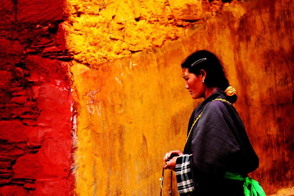 generi di conforto la lotta delle donne tibetane. Black Bedroom Furniture Sets. Home Design Ideas