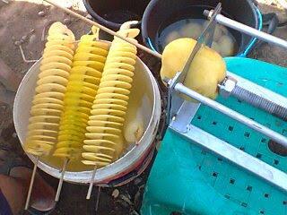 Membuat kentang goreng spiral