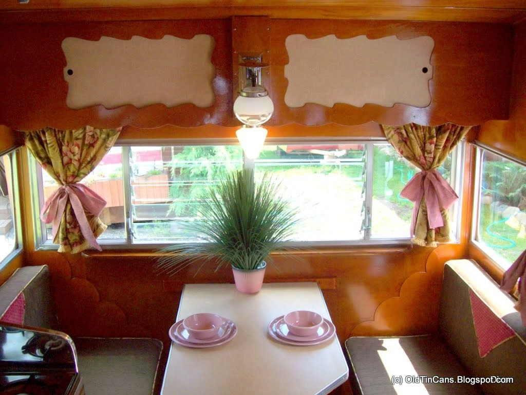 Vintage Travel Trailers: Retro Fabric Curtains in The Shasta