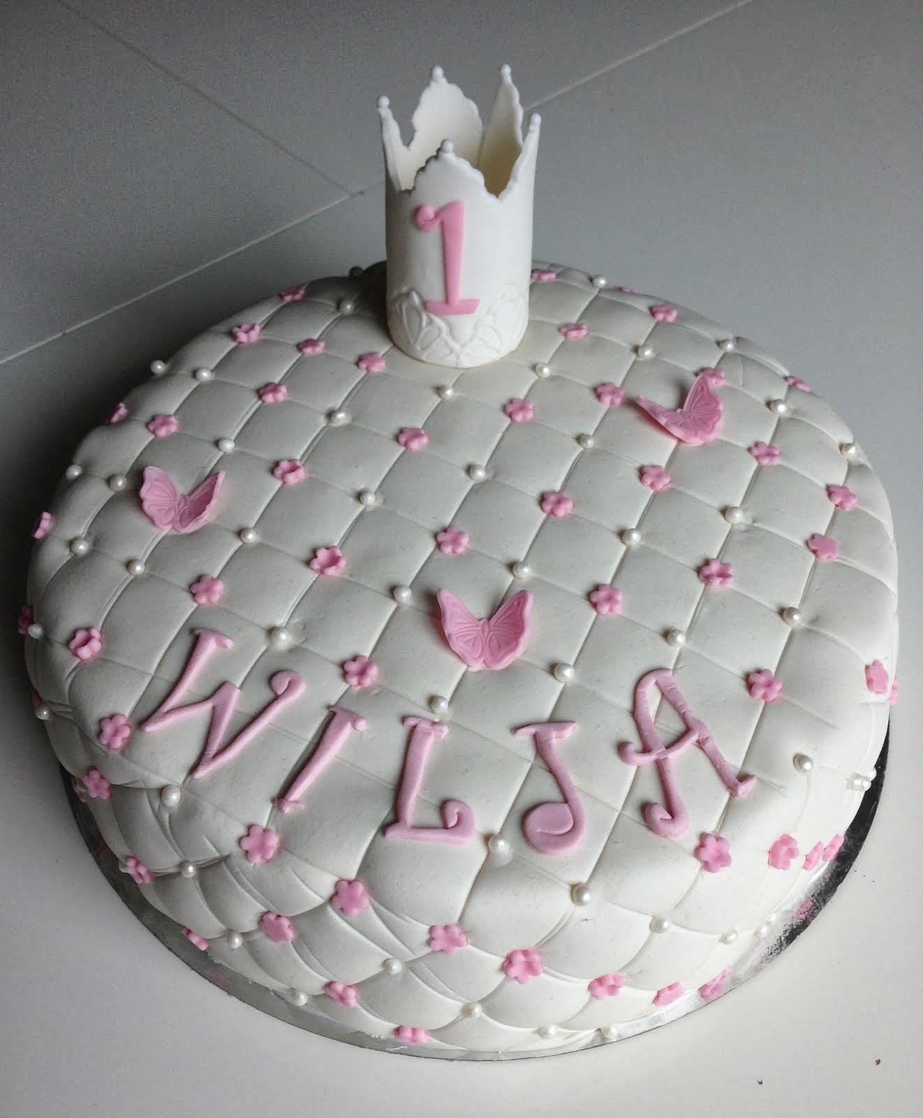 Vit tårta med krona