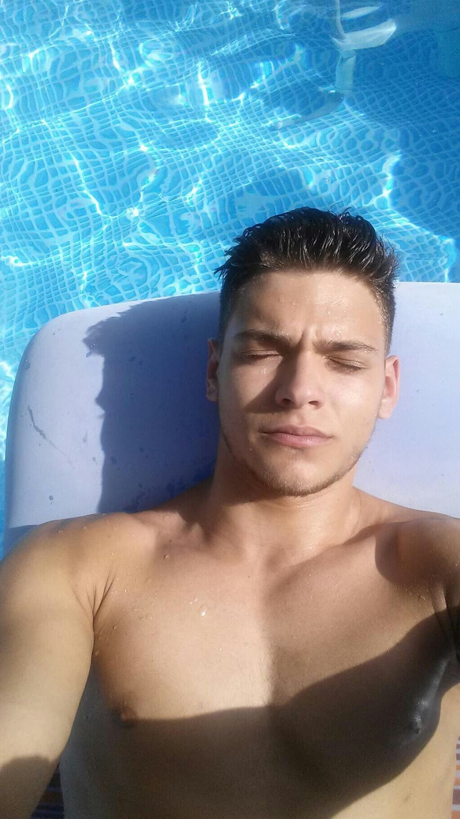 The beau gosse rayane bensetti for Piscine julien