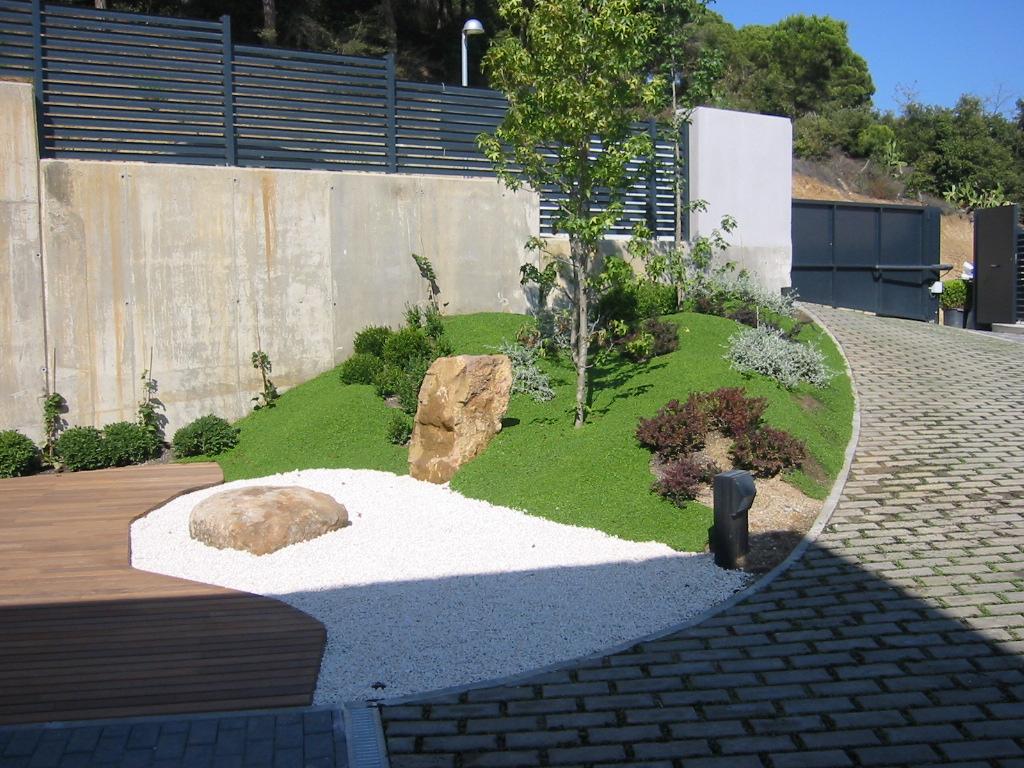 Jardinitis jard n moderno - Jardines en desnivel ...