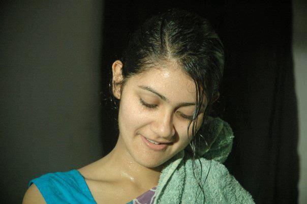Bangladeshi model actress shaina amin at home photos for Shaina model