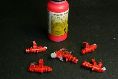 luces con rojo escarlata de Vallejo Model Air en las armas pesadas