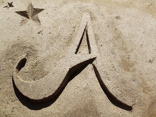صور حرف a على الرمال