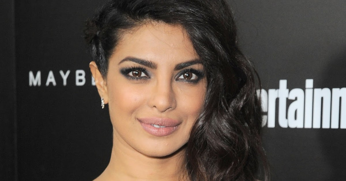 priyanka chopra looks super sexy in a revealing black dress at