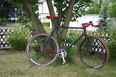 Desain Sepeda Fixie Black Devil