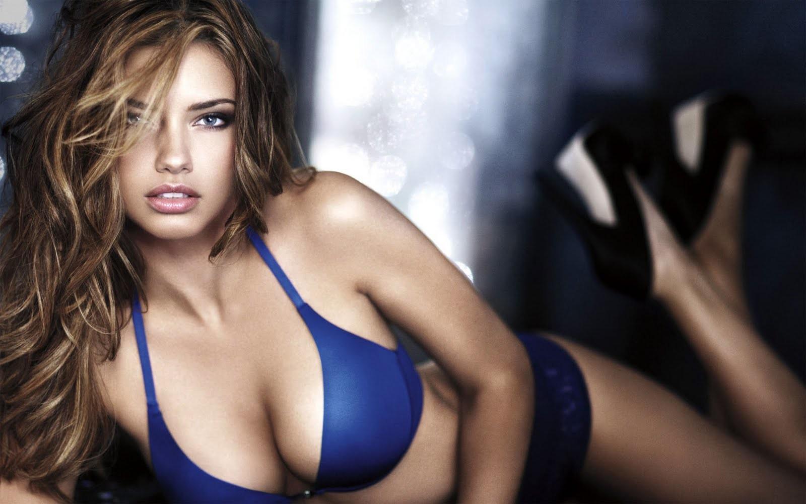 Hollywood Babe Adriana Lima HD Hot Wallpaper in Bikini