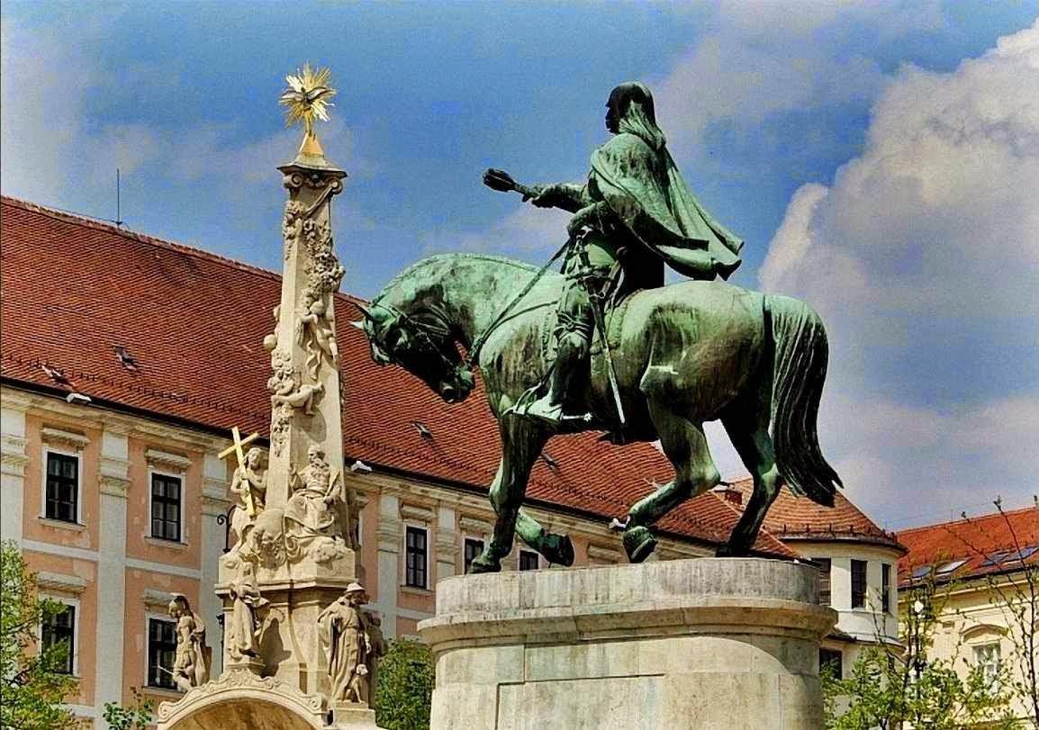 Janos Hunyadi, monumento em Pecs, Hungria