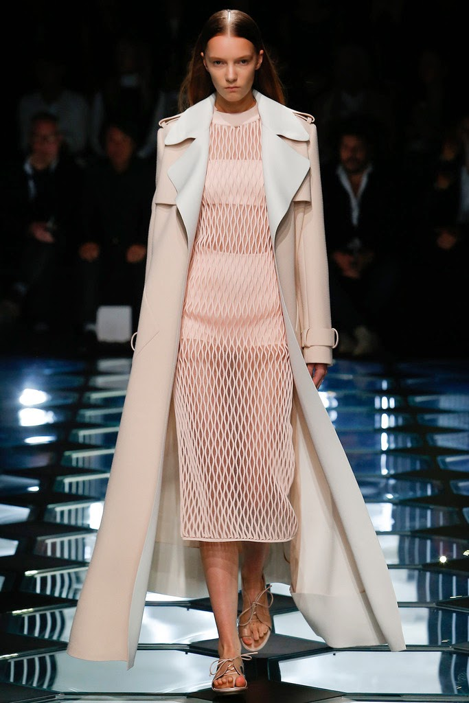 Más vestidos para ti: Balenciaga Paris Fashion Week Primavera Verano ...