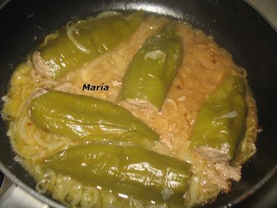 Pimientos verdes rellenos de carne picada