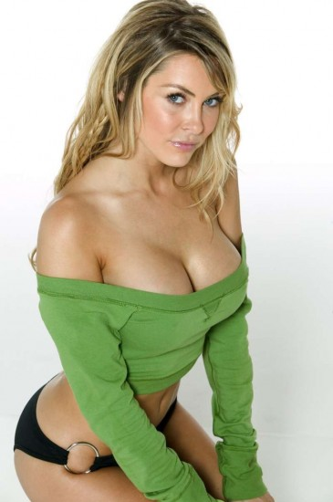 cleavage-babes-green-blonde-busty-meny-d