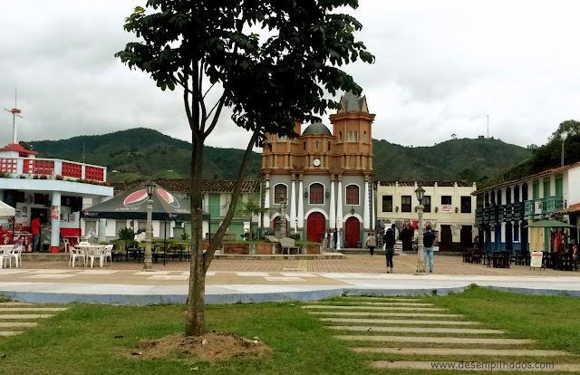 Passeio turístico para Peñol e Guatapé para ver a cidade inundada e o Pueblito Paisa.