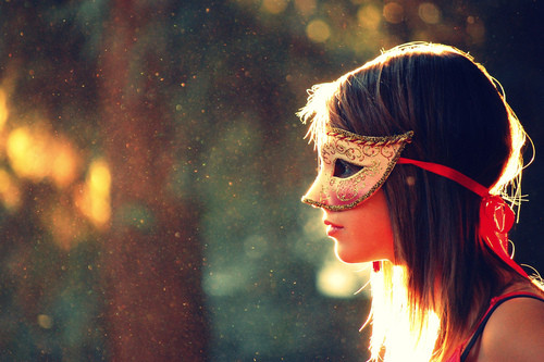 new pictures: MASk.. girl with mask(16 picture)