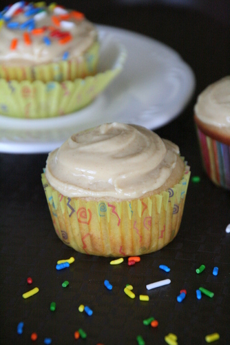 ... Sweet {Tooth} Life: White Chocolate and Peanut Butter Banana Cupcakes