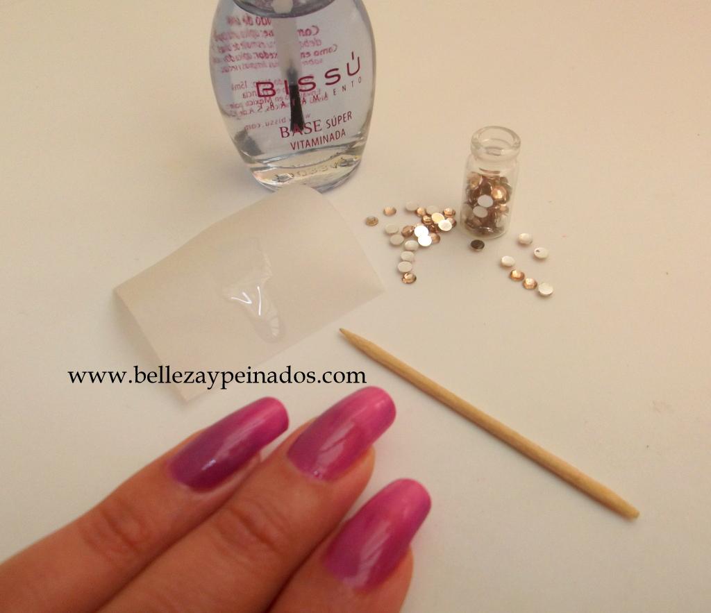Pintamos nuestras uñas con el barniz transparente (brillo) y de ...