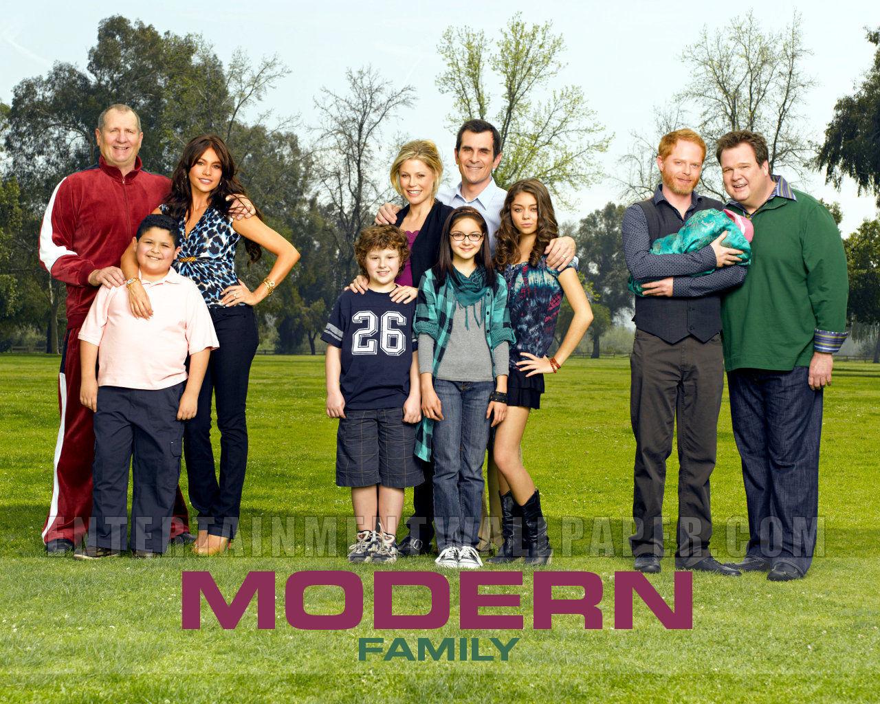 http://3.bp.blogspot.com/-4vdTEopGhA8/UGg9RxkzVeI/AAAAAAAAkBw/9oUXgwpq5BY/s1600/Family-Wallpaper-modern.jpg