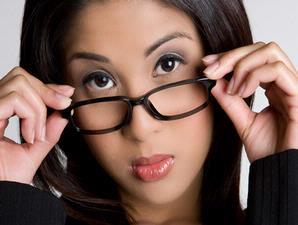Memilih Kacamata Yang Sesuai Bentuk Wajah