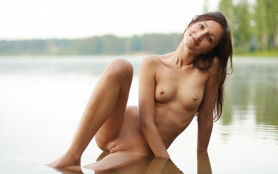 фото почти голые девушки