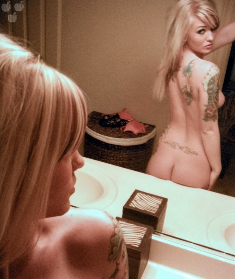 bubble butt teen nude boobies self shot