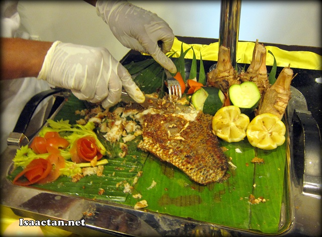 Cutting the yummy roasted baked snapper for the diners present that night