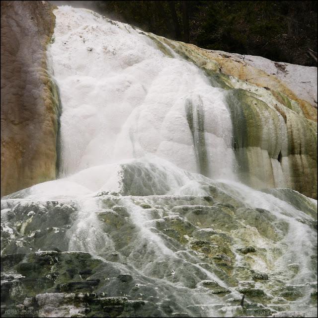 Dettaglio della cascata della Balena Bianca a Bagni San Filippo