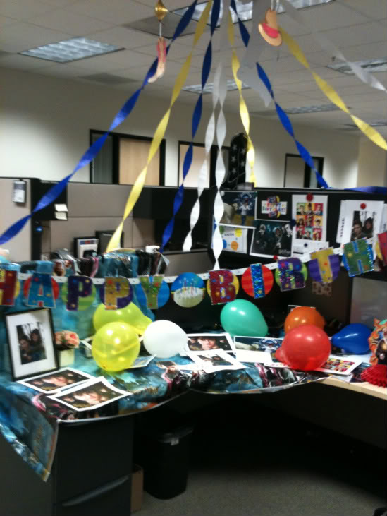 Fantastic Birthday Cubicle Decorating
