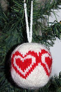 Елочный шарик с сердечком