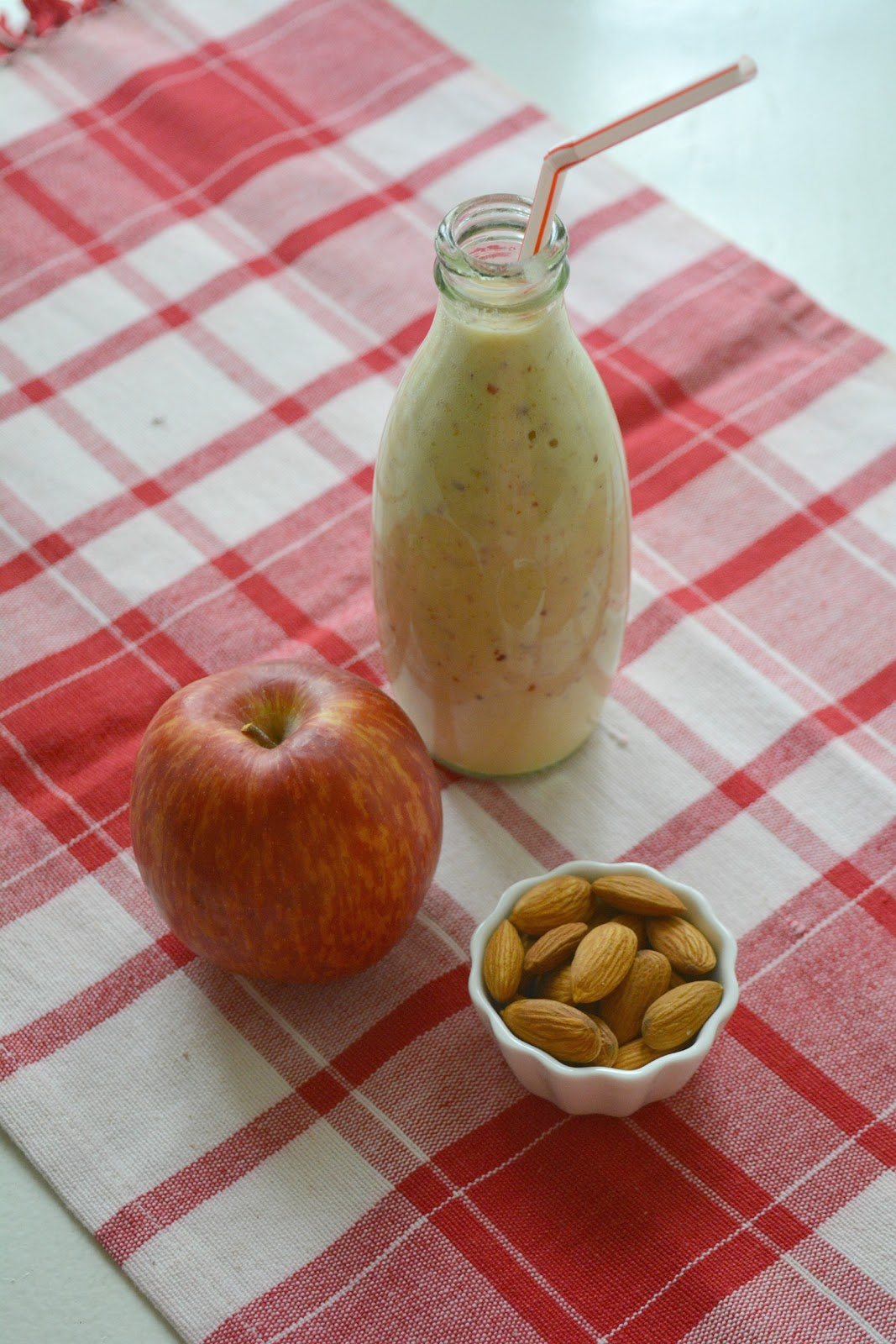 Apple Almond Breakfast Smoothie