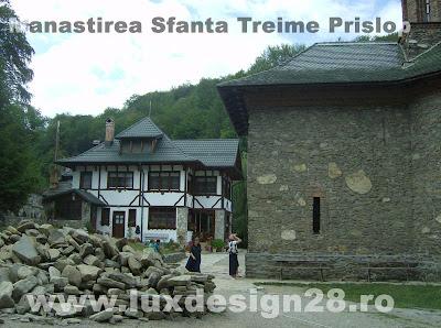 Poza asupra bisericii si cladirilor de la manastirea Prislop