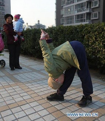 Zhao%2BYufan%2B%25285%2529 - Physically fit 82-year-old grandma - Weird and Extreme