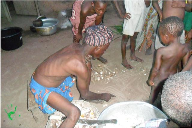 Il capo famiglia che conta figli nipoti... in Togo, Africa