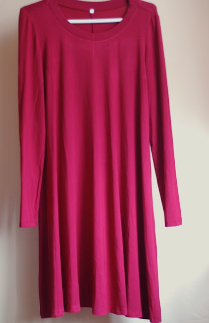 http://www.shein.com/Wine-Red-Long-Sleeve-Casual-Dress-p-232575-cat-1727.html?utm_source=pomaranczowa-pomarancz.blogspot.jp&utm_medium=blogger&url_from=pomaranczowa-pomarancz.blogspot.jp