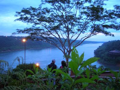 Mirador hito de las tres fronteras, Puerto de Iguazú, Argentina, vuelta al mundo, round the world, La vuelta al mundo de Asun y Ricardo