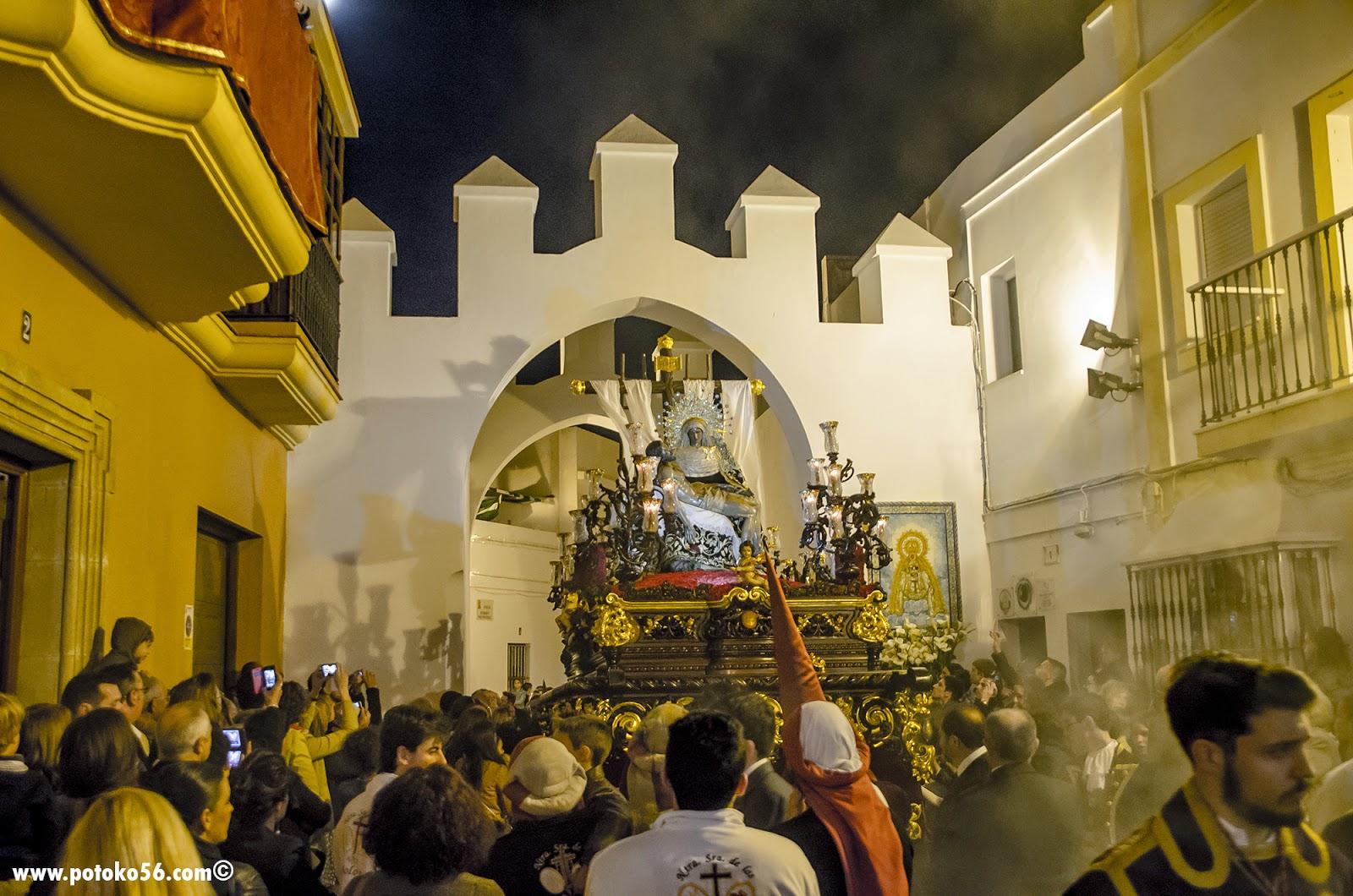 Semana Santa Roteña Ntra. Sra. de los Dolores a su Paso por el Arco de Regla