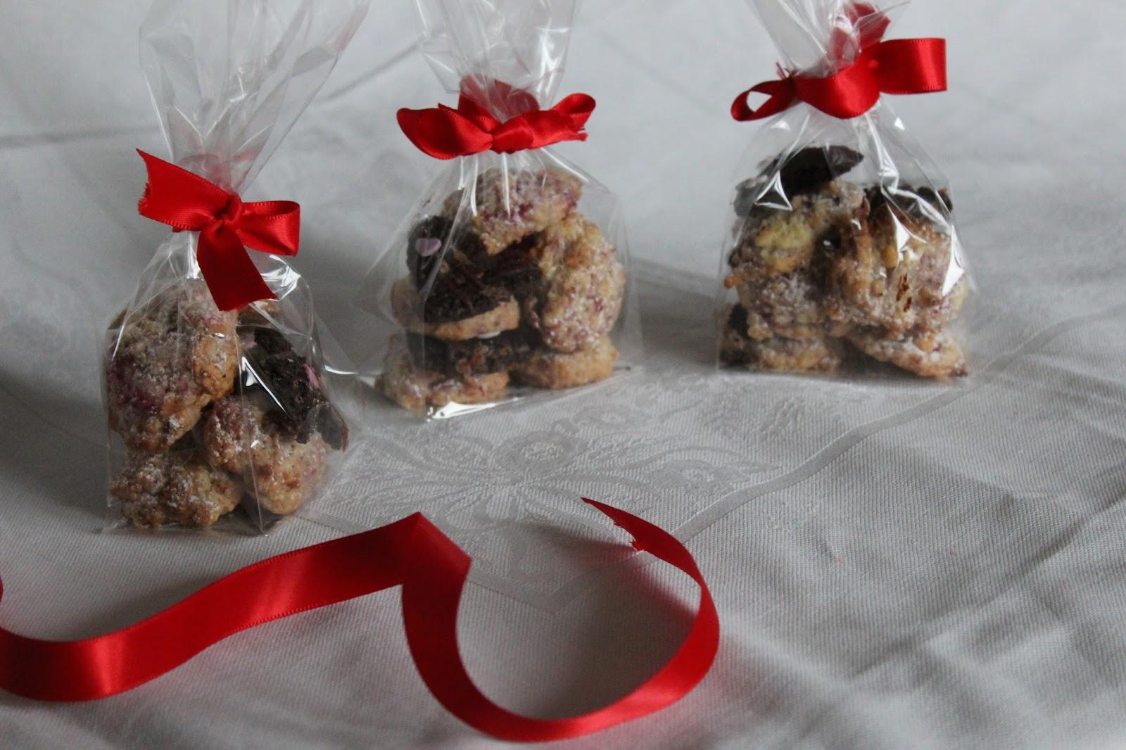 biscotti natalizi: lamponi e cioccolato bianco, cacao e spezie.