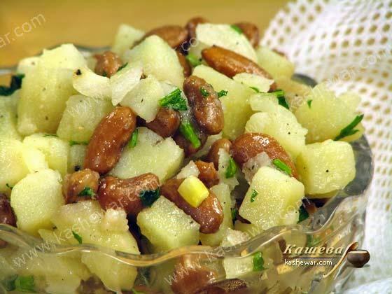 Салат из картофеля и соленых огурцов и фасоль