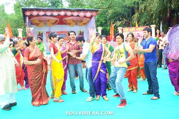 Usha Nadkarni, Mrinalini Tyagi, Shruti Kanwar, Hiten Tejwani, Tusshar Kapoor, Ankita Lokhande, Savita Prabhune, Riteish Deshmukh, Asha Negi, Ritwik Dhanjani - Riteish & Tusshar on the sets of 'Pavitra Rishta'