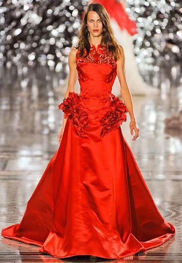 Червена рокля кренолин с рязана бродерия на Giles