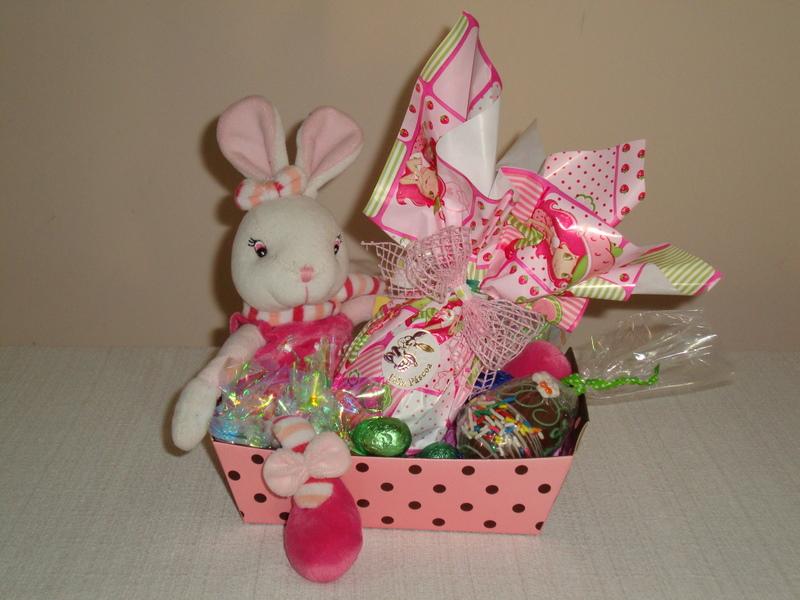Cestinha decorada tipo caixa com 1 ovinho de 100g, 1 ovinho decorado