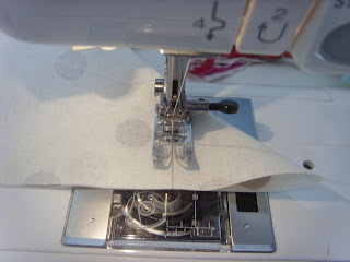 Tutorial for a fitted oil-cloth table cover by fabricandflowers   Sonia Spence