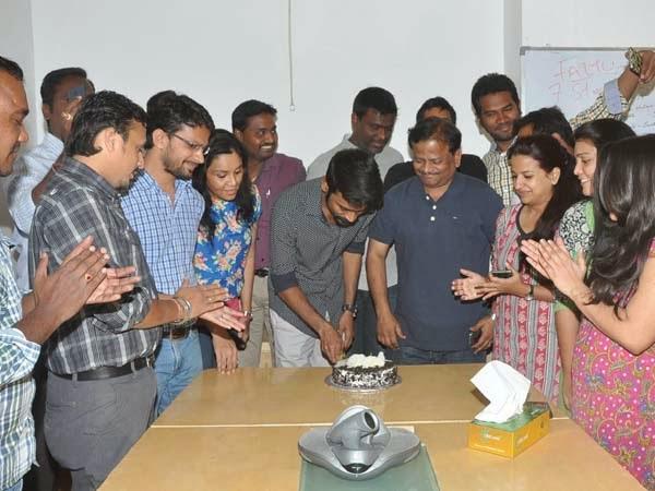 Dhanush Promotes Anekudu Movie at Radio Mirchi Photos
